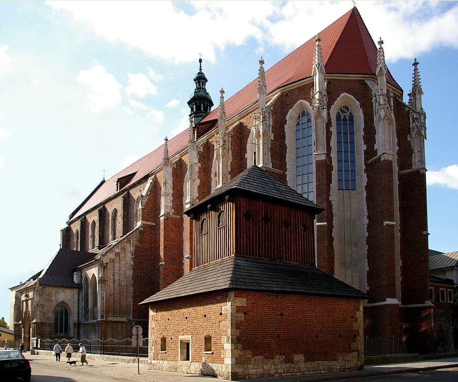 L'imposante silhouette de l'église Sainte Catherine à Cracovie - Photo de Jakub Hałun
