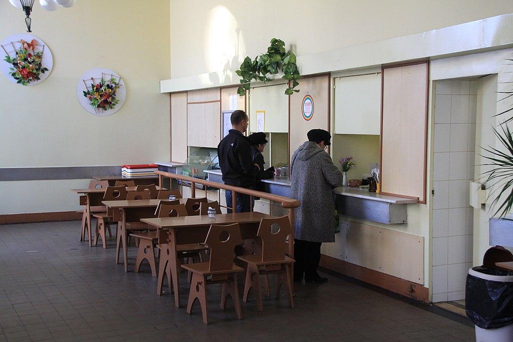 Bar à lait à Nowa Huta, cantine subventionnée accessible à tous : Cuisine familiale super par chère dans une déco d'époque... Photo de Boaski