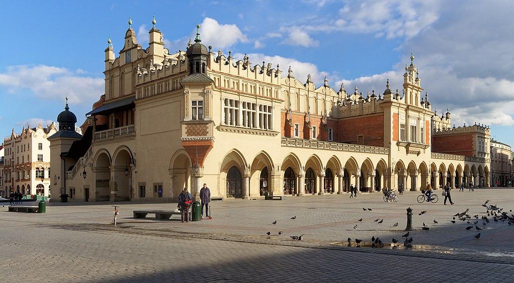 Halles aux draps ou Sukiennice sur le Rynek de la vieille ville de Cracovie - Photo de Jakub Halun