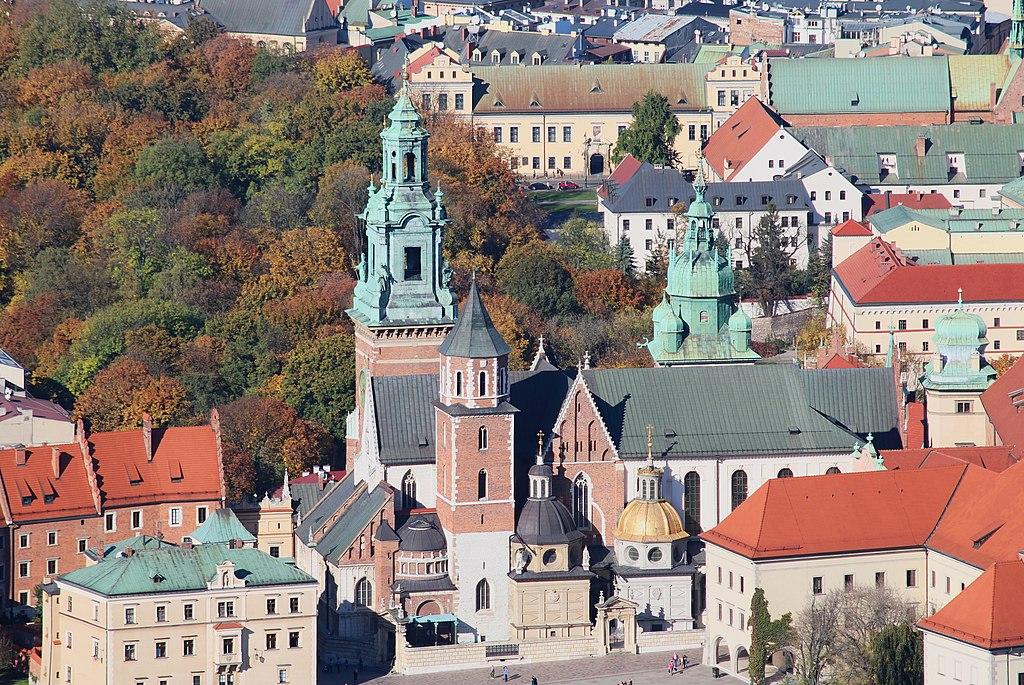 Vue aérienne de la cathédrale de Wawel, le chateau royal dans le centre historique de Cracovie - Photo d'Ingo Mehling