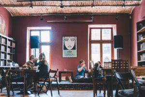 8 Cafés à Cracovie : Charmant, arty, gourmand et vegan…