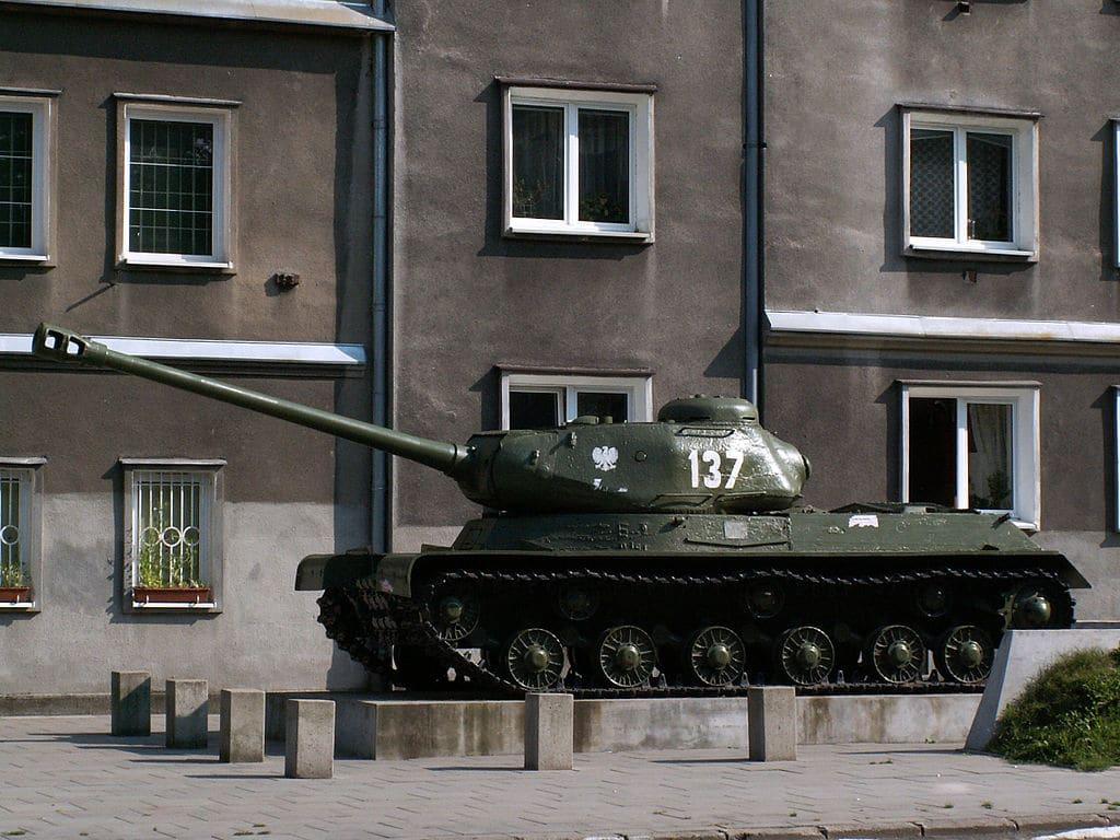 Un char soviétique de la 2e guerre  à Nowa Huta, Cracovie. Photo de Zetpe0202