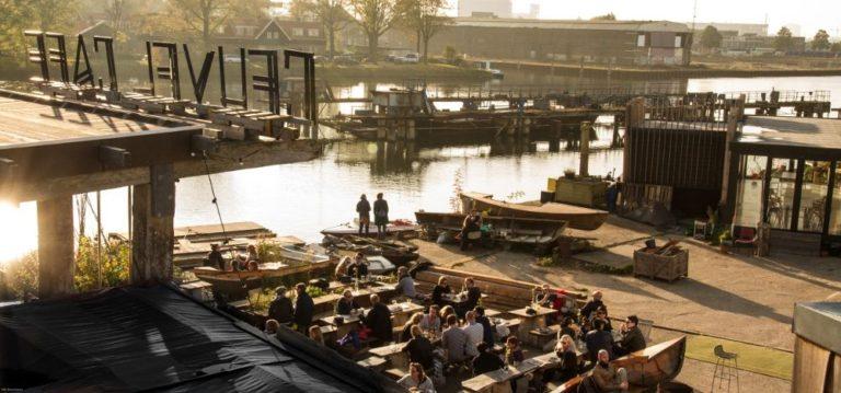 Bar De Ceuvel dans le nord d'Amsterdam : Exemple parfait de reconversion d'une friche.