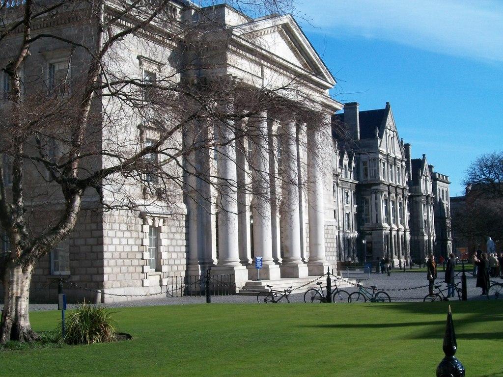 Chapelle néo-classique du Trinity College à Dublin - Photo d'Eric Jones
