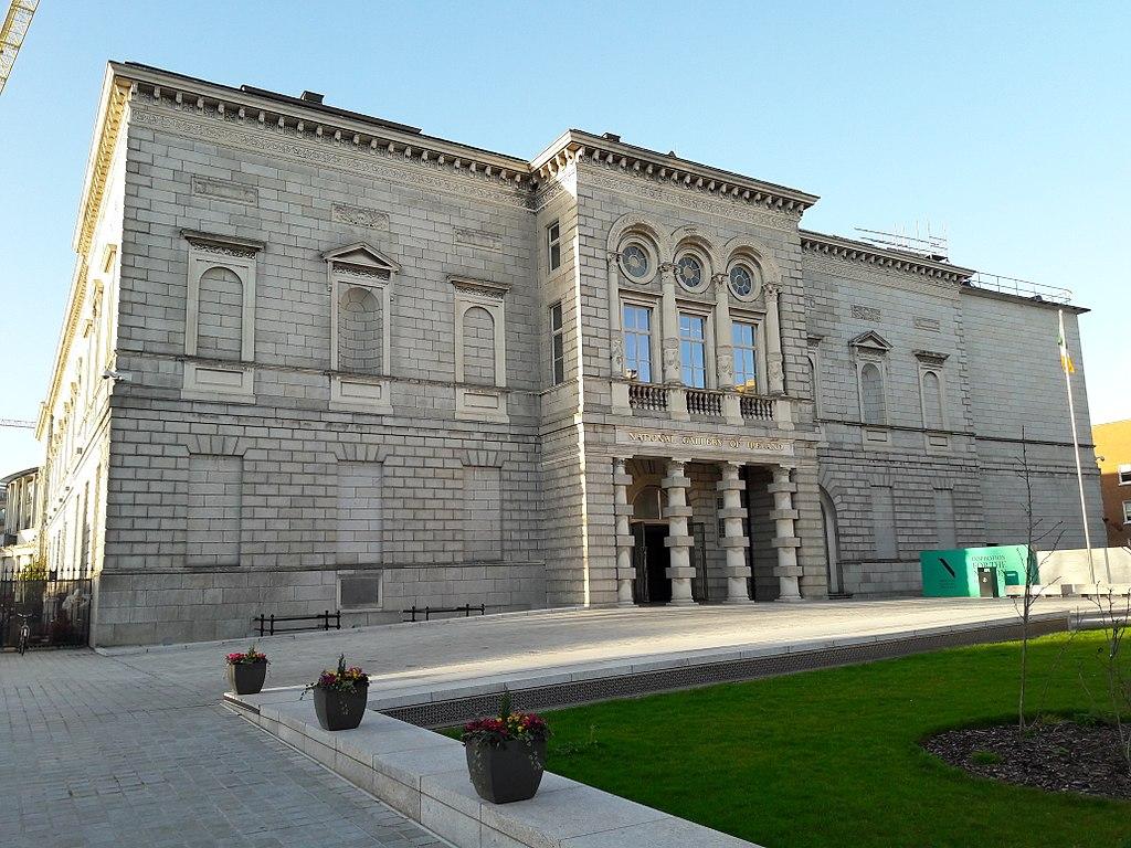 Une des deux entrées de la National Gallery of Ireland à Dublin - Photo de NTF30