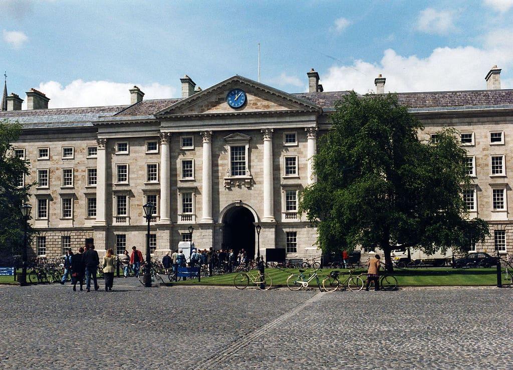 Batiment de l'université du Trinity College à Dublin - Photo de Matpib
