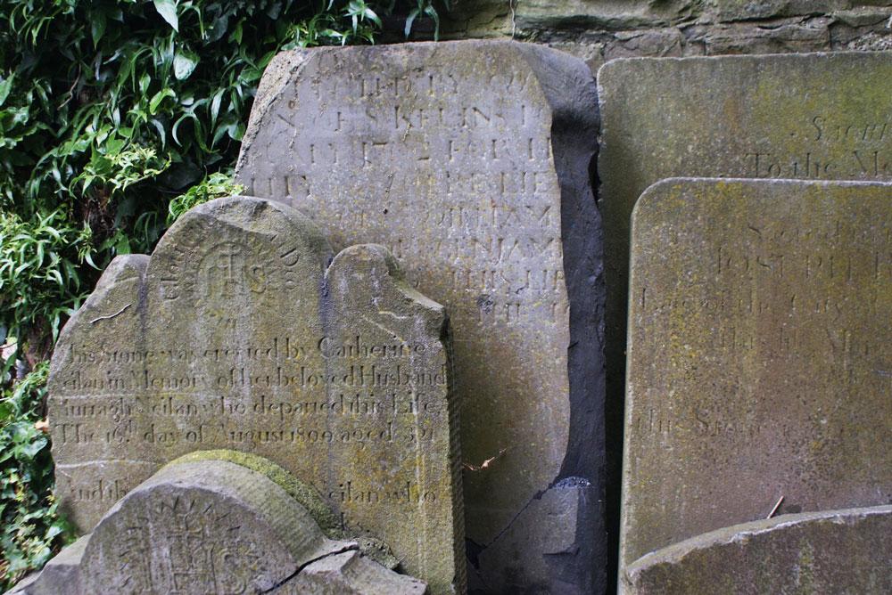 Stèles dans le St Kevin's Park dans le quartier de Portobello à Dublin.