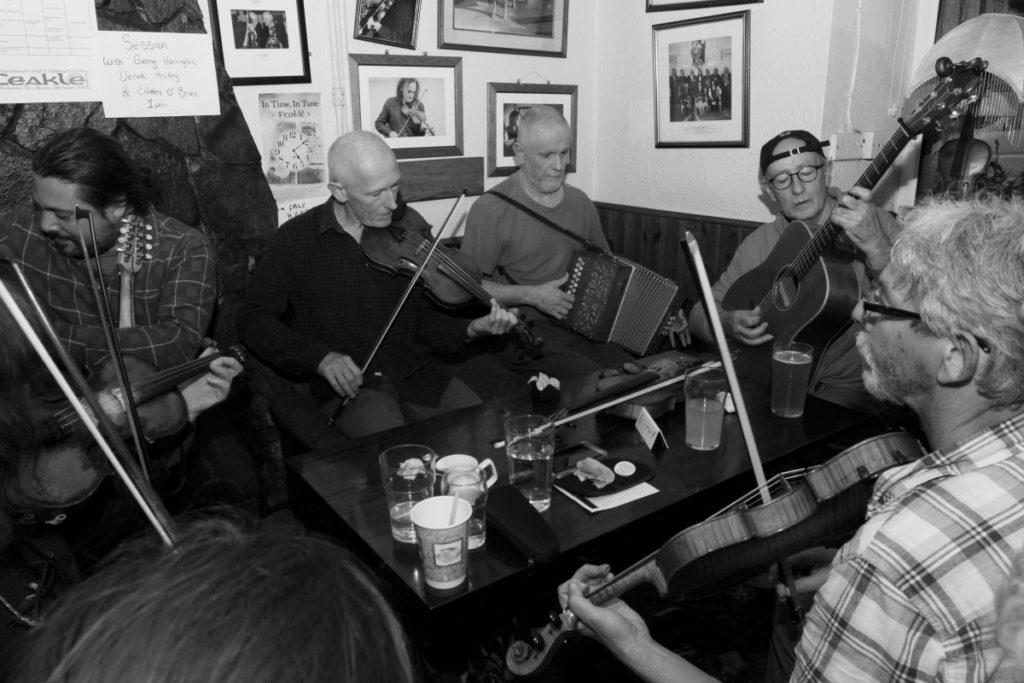 Concert à l'ambiance camérale et chaleureuse au pub Cobblestones à Dublin.