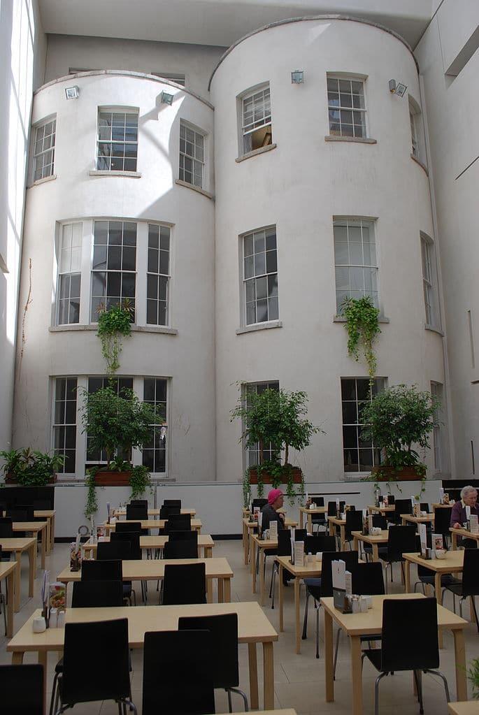 > Café de la Galerie Nationale d'Irlande à Dublin. Photo de Jean Housen
