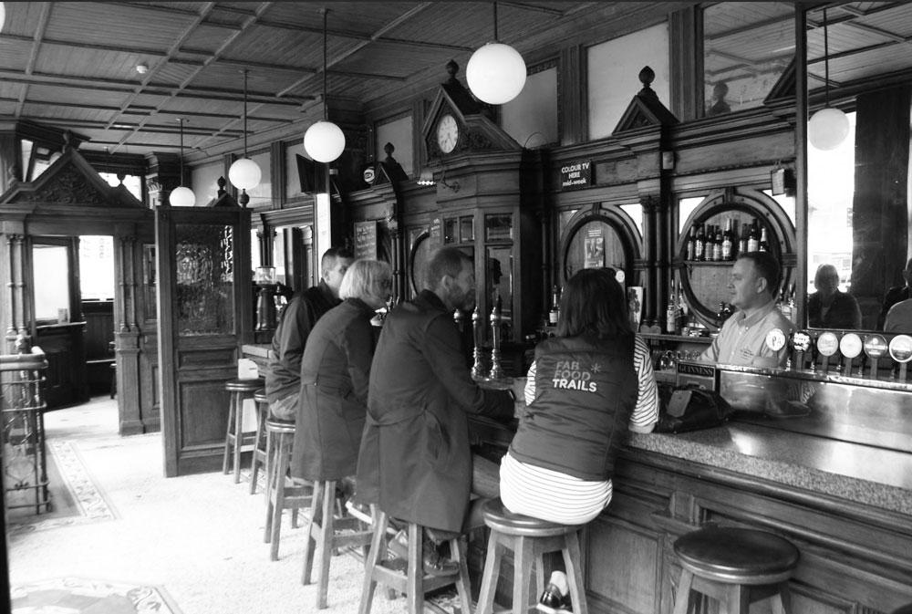 Dans le pub de quartier The Swan Bar à Dublin.