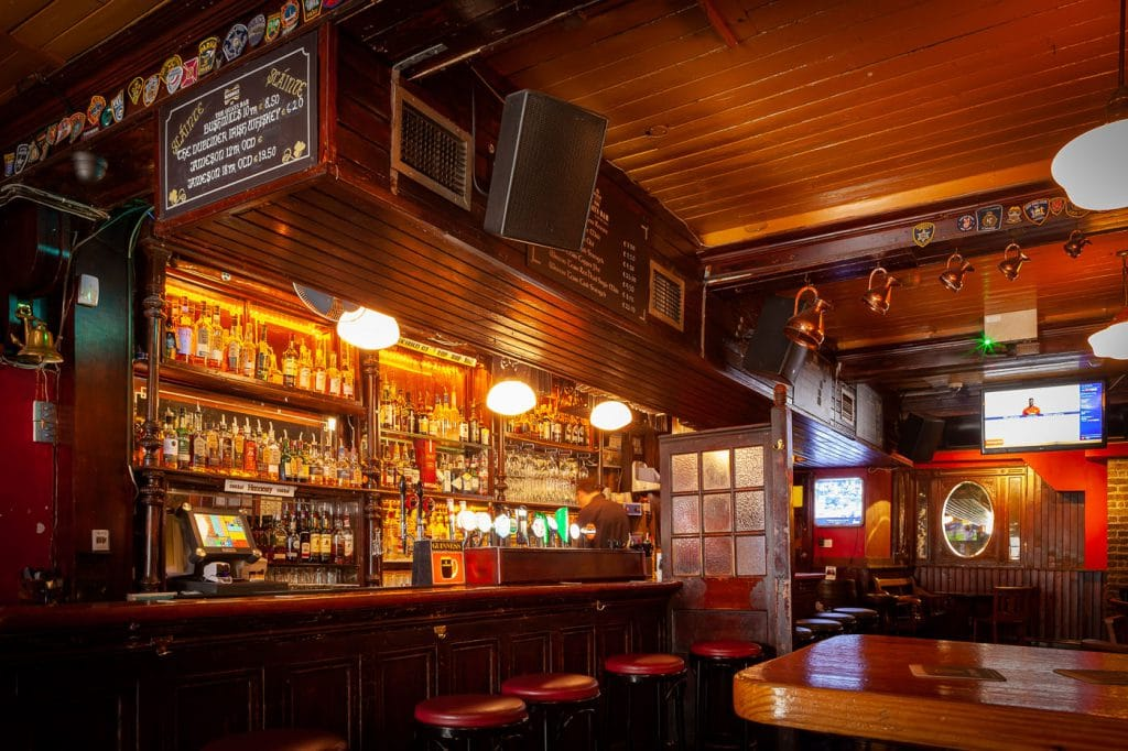 Pub Quays, l'un des jolis pub avec des concerts dans le quartier de Temple Bar à Dublin.