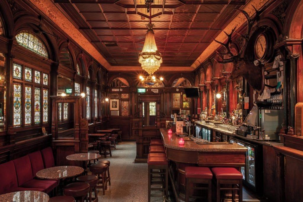 Une autre splendeur de Dublin : The Stag's Head.