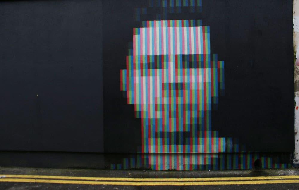 Portrait et pixel, street art dans le quartier de Portobello à Dublin.