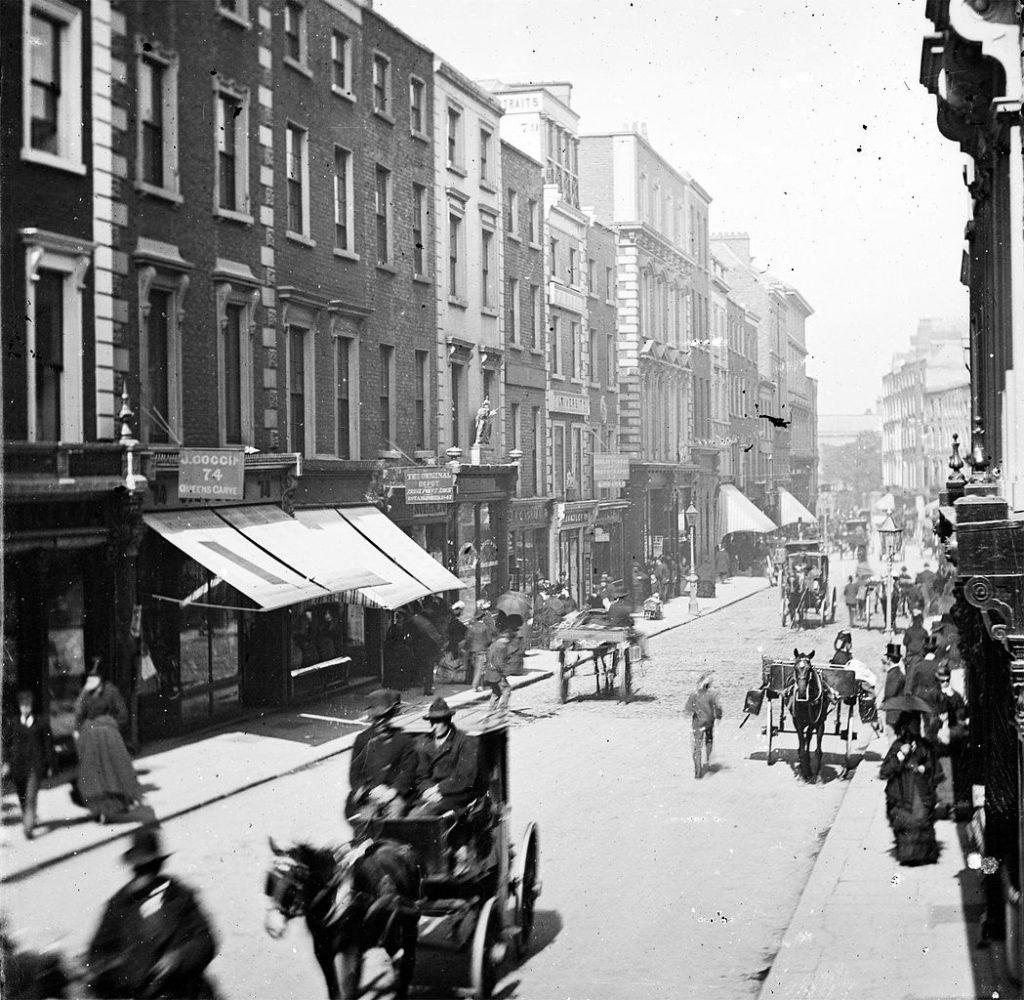 Grafton Street dans le centre de Dublin en 1875 - Photo de Frederick Holland Mares