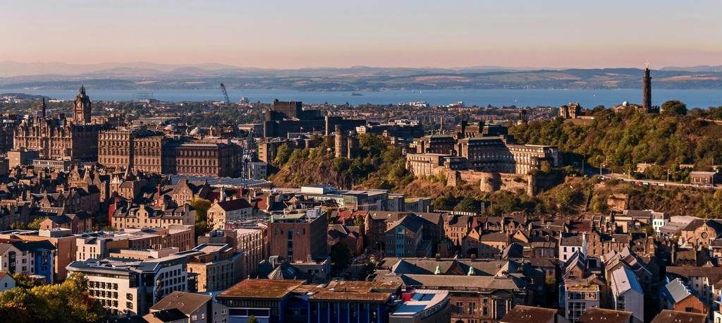 Vue panoramique sur Edimbourg et ses quartiers.