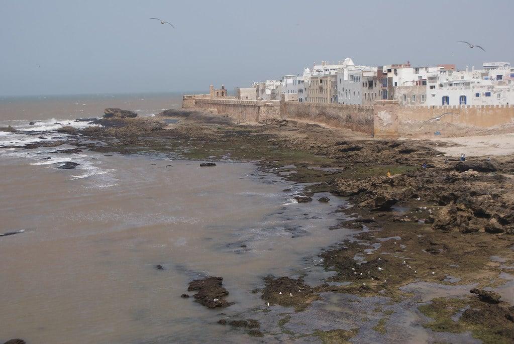 > Vue sur la ville fortifiée depuis la Sqala d'Essaouira construite sur l'ordre du Sultan.