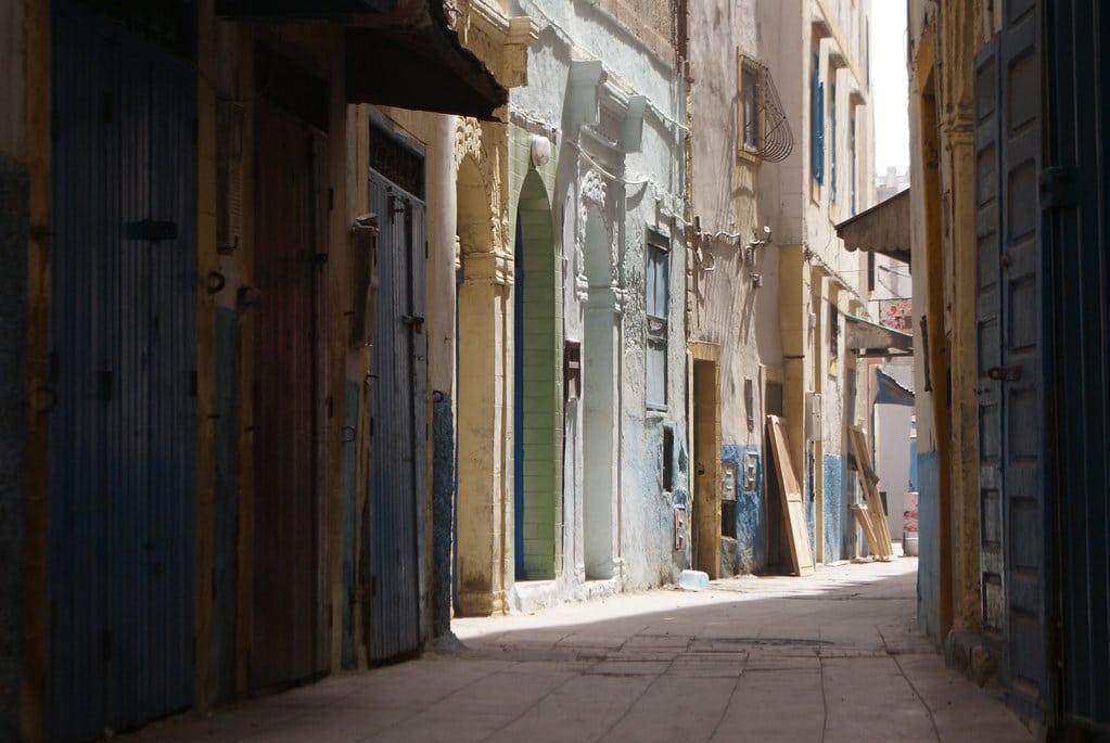 > Une des rues de la Médina d'Essaouira au Maroc.