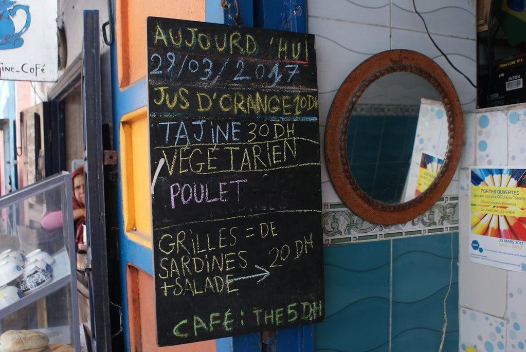 > Tajine sur mesure : Petit restaurant boui-boui très bon et pas cher derrière le souk à Essaouira.