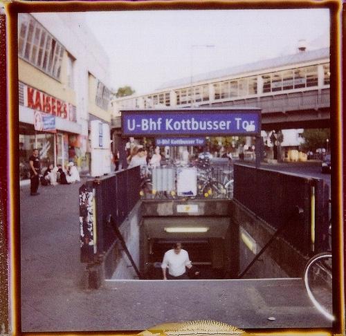 Paloma au dessus du magasin Kaiser - Photo de Sherber711@Flickr