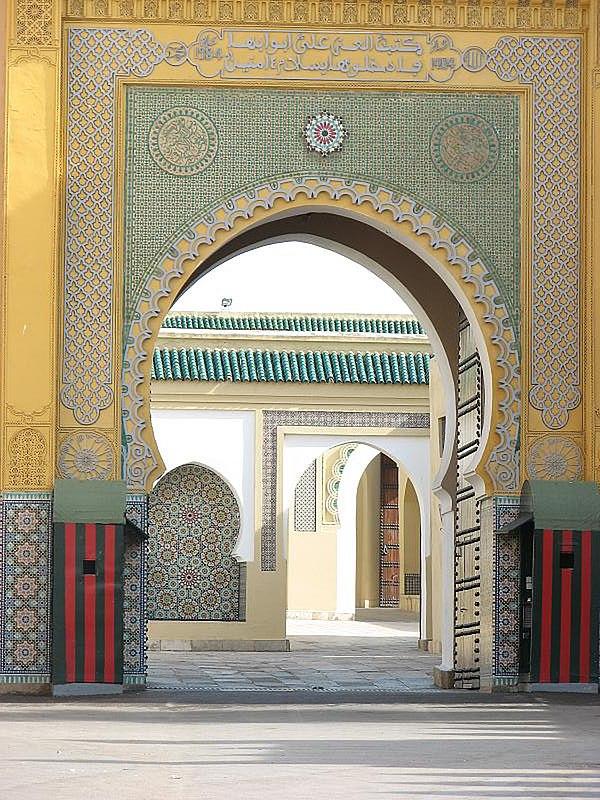 Une des portes d'entrée pour le Palais Royal de Fès - Photo de Reibai