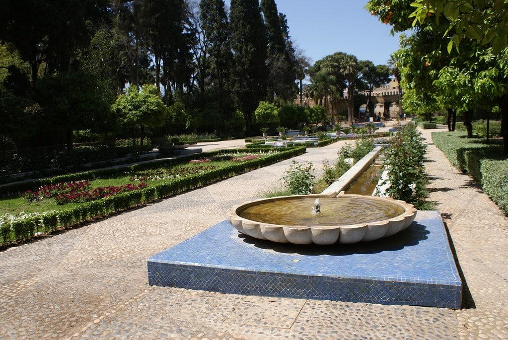 Fontaine dans le jardin Jnan Sbil du quartier de Jdid à Fès.