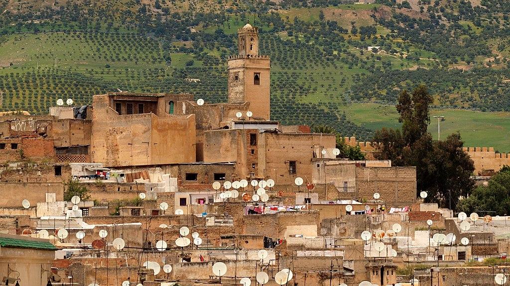 Vue sur la Mosquée Bab Guissa et le nord de la Médina de Fès. Photo de Torrenegra