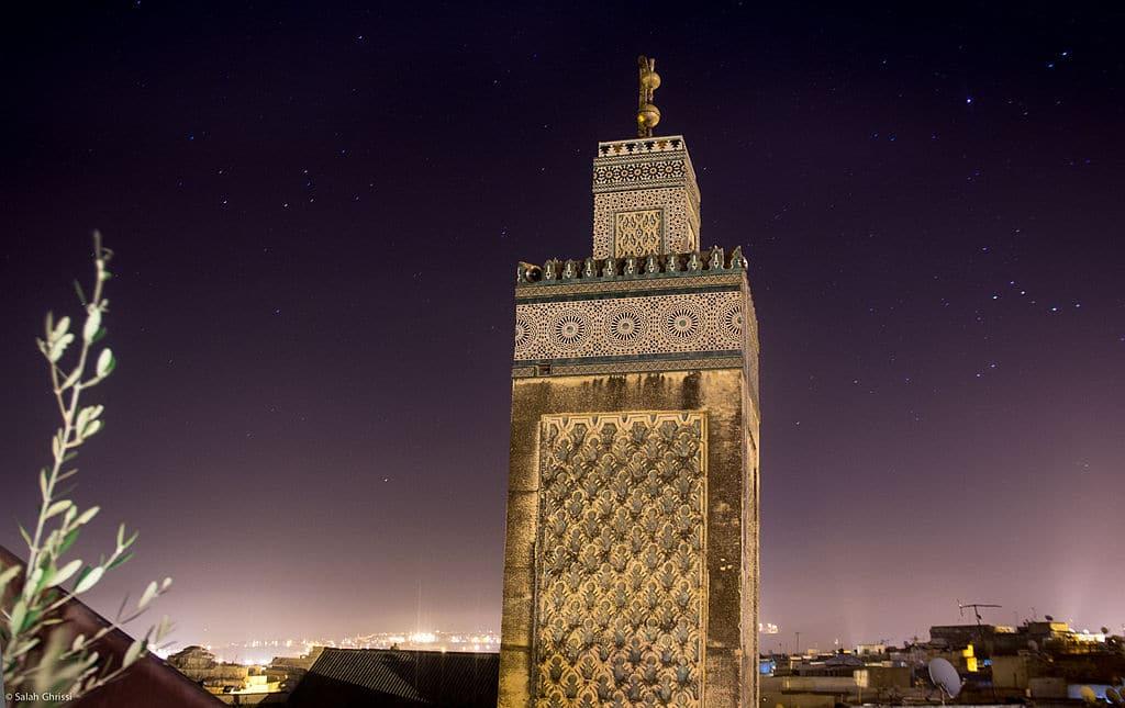 Monument à Fès : Medersa Bou Inania de nuit - Photo de Salah Ghrissi