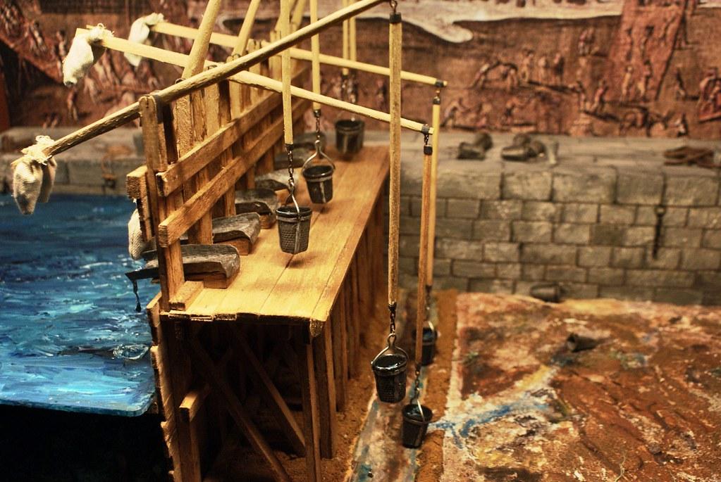 Histoire : Maquette d'un chantier d'agrandissement du port de Gênes au Moyen-Age dans le musée Galata sur le port.