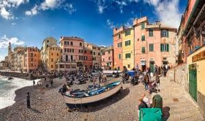Quartier de Boccadasse à Gênes, village de pêcheurs aux couleurs pastels