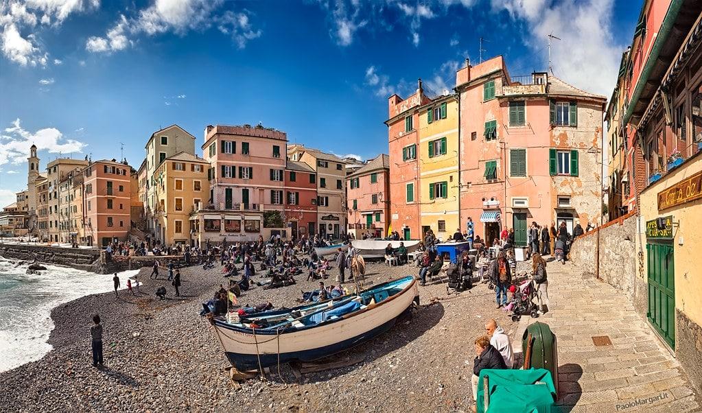 Plage principale (et toute petite) du quartier de Boccadasse à Gènes, Photo de Paolo Margari