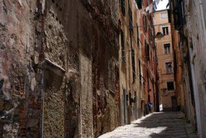 Ruelles de Gênes : L'indissociable élément du paysage urbain