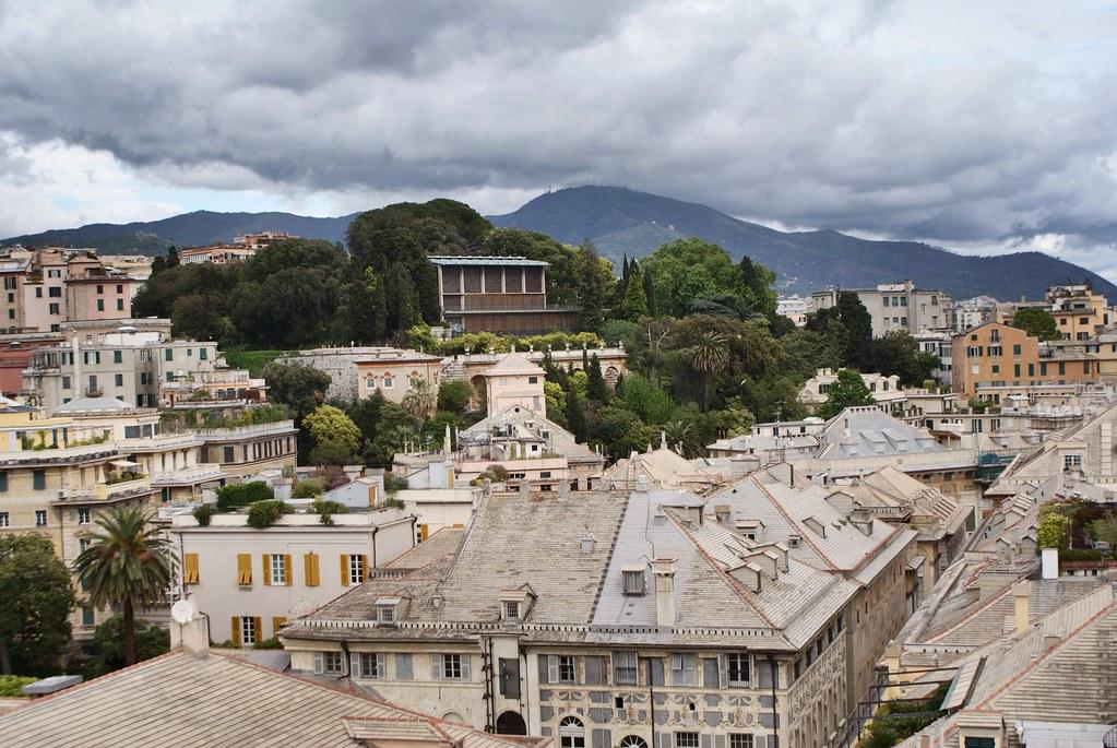 Vue panoramique depuis le Palazzo Rosso en direction du Musée Asiatique de Gênes.