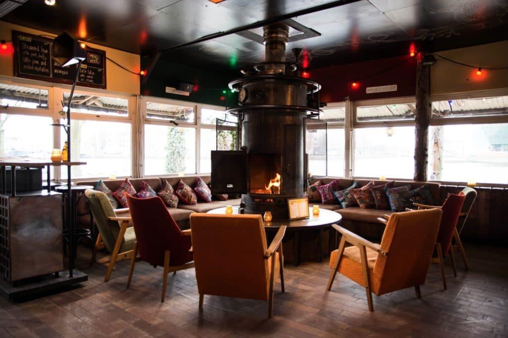 Hannekes Boom à Amsterdam : L'option autour du poil en hiver et tout le monde dehors en été