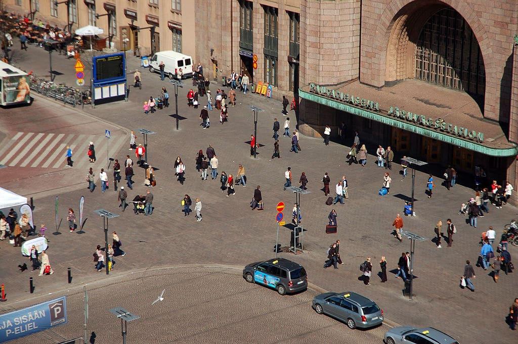 Parvis de la Gare d'Helsinki - Photo de Mariela.