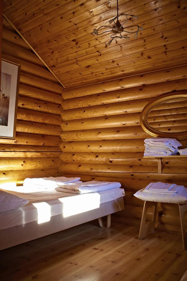 Camping près d'Helsini avec de jolis chalets en bois