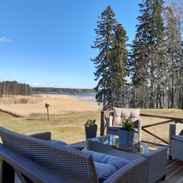 Hébergement insolite près d'Helsinki avec une belle ferme au vert.