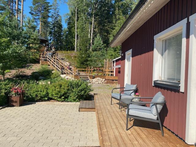 hébergement atypique près d'Helsinki dans une charmante maison dans la forêt.