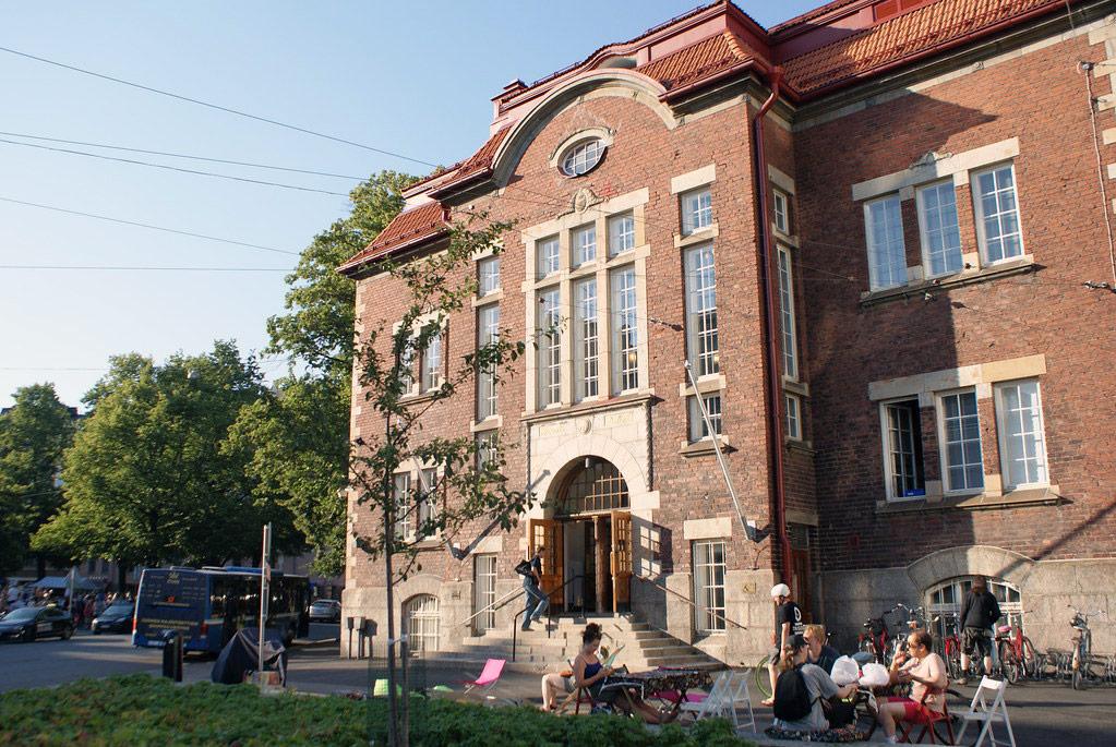 Façade de la bibliotheque de Kallio à Helsinki.