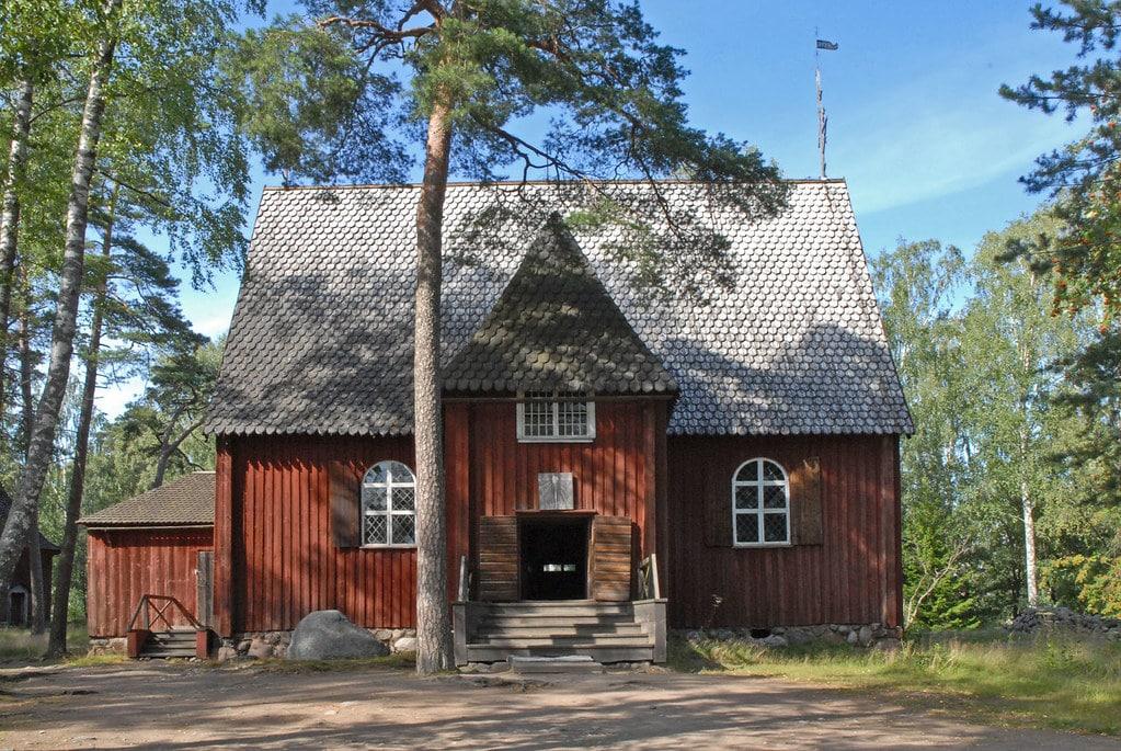 Architecture sacrée : Eglise du Skansen d'Helsinki. Photo de Dalbéra