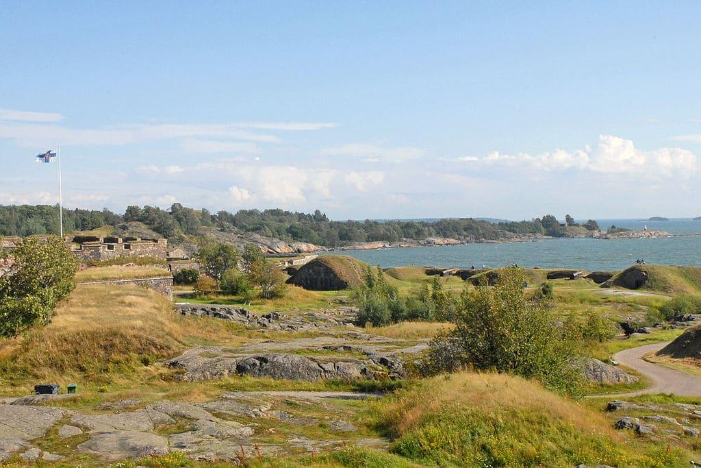 Bunker et cache de la forteresse Suomenlinna au large d'Helsinki. Photo de Dalbera.