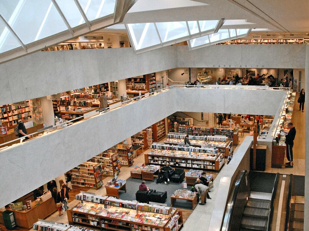 Academic Bookstore, construction par Aalto à Helsinki. Photo de Dalbéra.