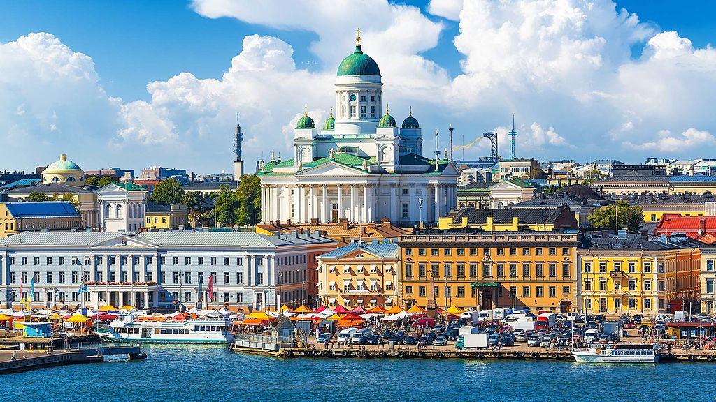 Place du marché d'Helsinki en bordure du port. Photo de Kashif Rahman