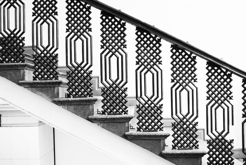Ferronnerie de l'escalier dans le Musée du design à Helsinki.