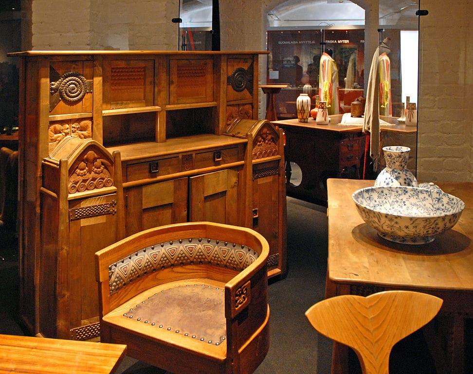 Meubles en bois de style Art nouveau du Musée du design à Helsinki - Photo de Dalbera