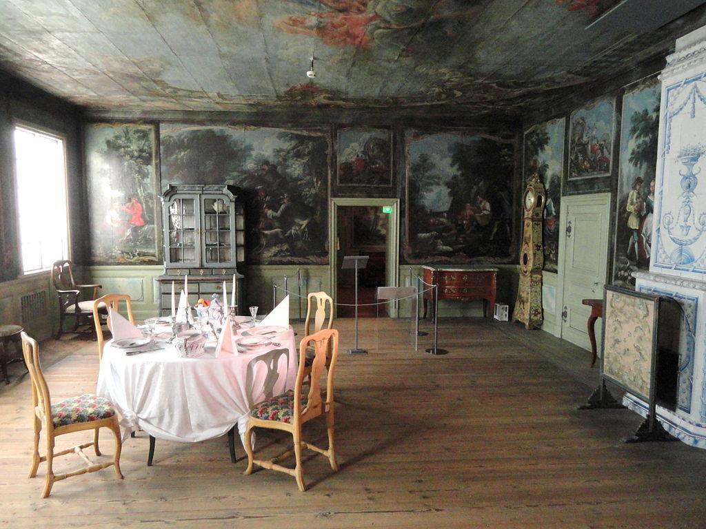 Intérieur d'un manoir au Musée National de Finlande à Helsinki. Photo de Daderot.