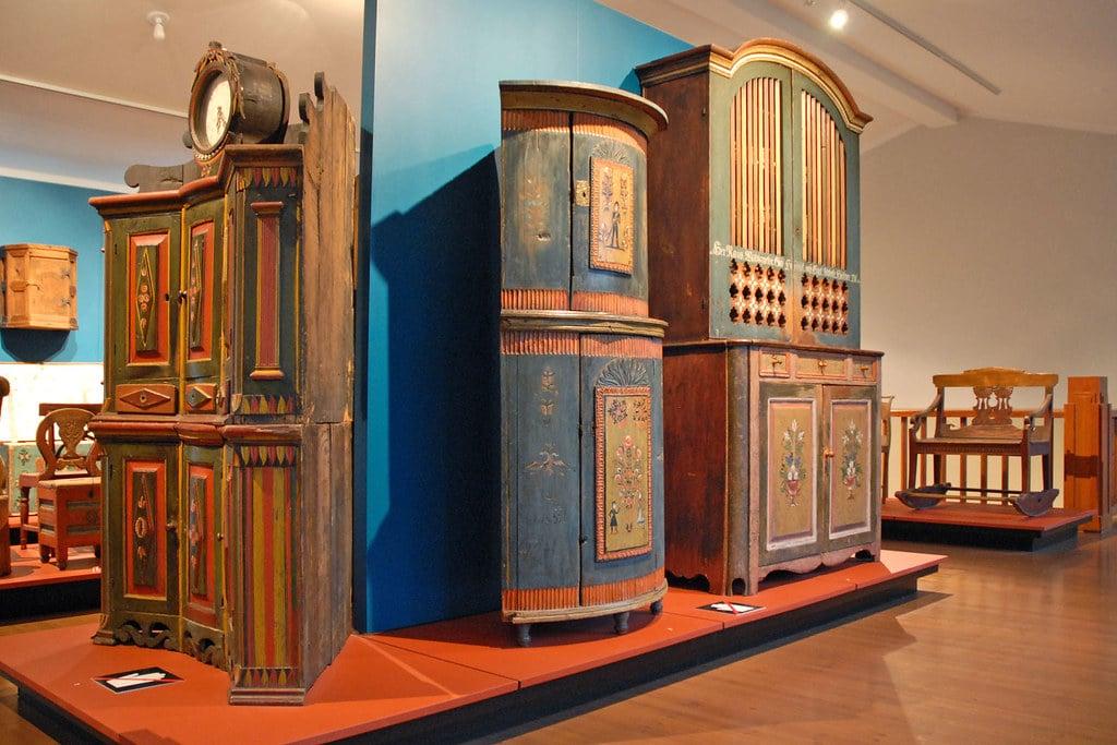 Meubles traditionnels au Musée National de Finlande à Helsinki. Photo de Dalbéra.