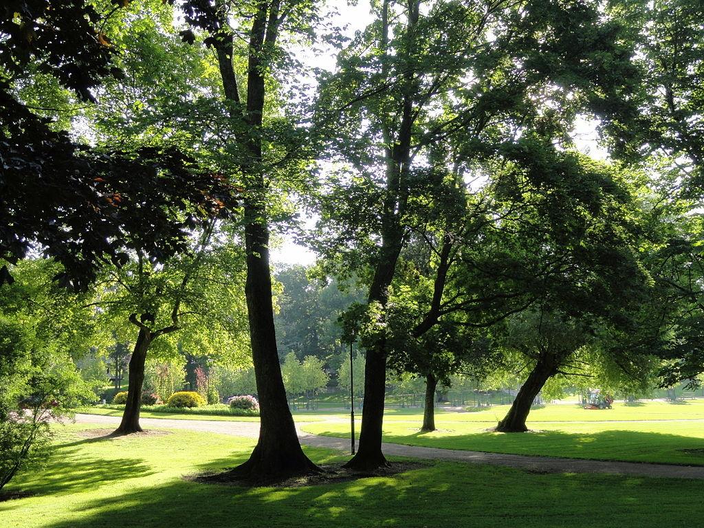 Parc Kaivopuisto dans le sud d'Helsinki - Photo de Daderot