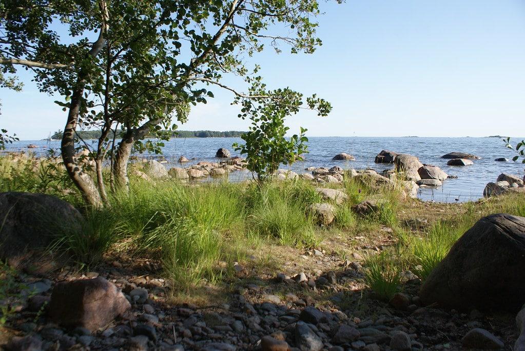 Vue sur la Mer Baltique depuis l'île Lauttasaari à Helsinki.
