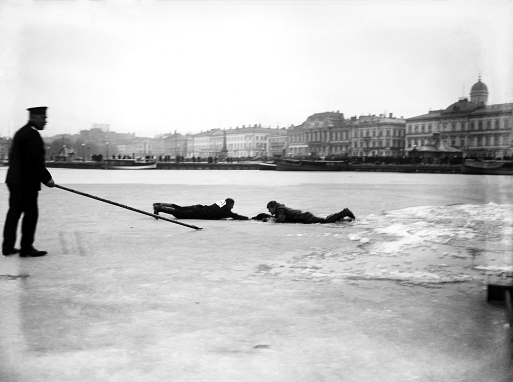 Sauvetage sur la banquise à Helsinki vers 1900.