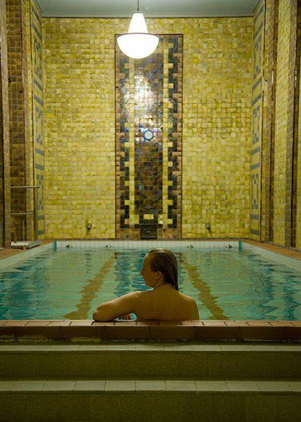Se baigner à Helsinki ? Dans la piscine Yrjönkatu Swimming Hall.